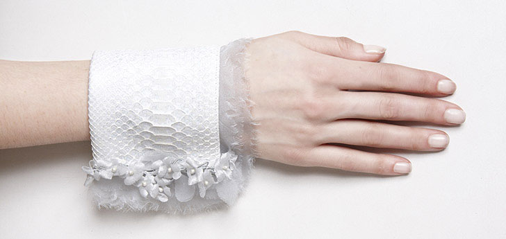 COUTURE . Python blanc et Fleurs